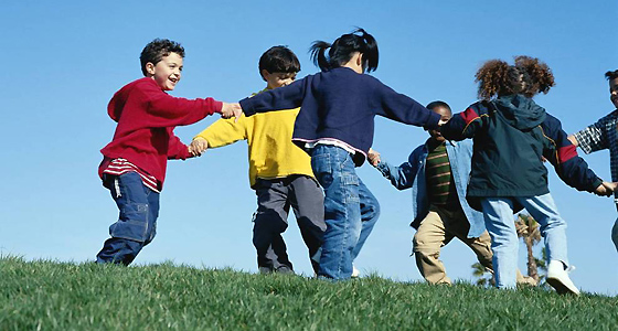 kids_playing in a circle